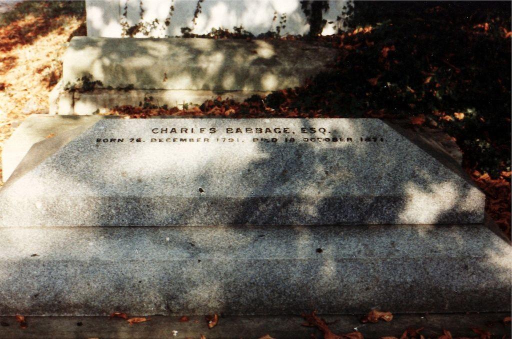 Túmulo de Charles Babbage no Cemitério de Kensal Green em Londres, na Inglaterra (Foto: Wikimedia/Astrochemist)