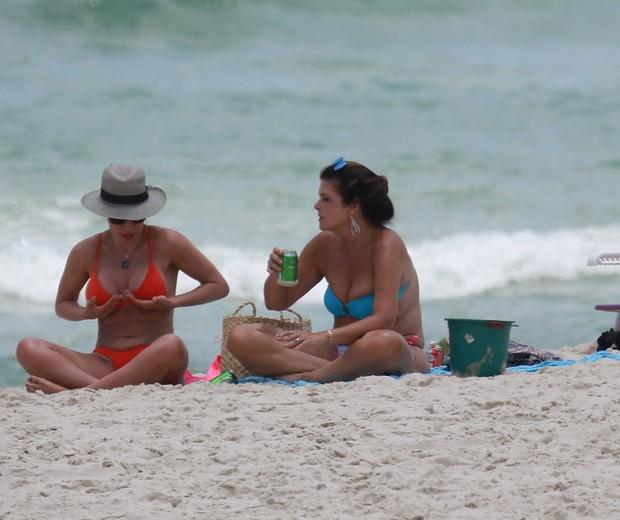Regiane Cesnique e Cristiana Oliveira   (Foto: AgNews)
