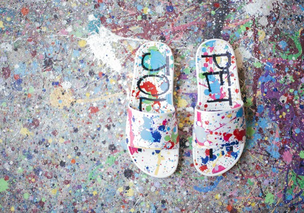 Fofas as chinelas da parceria com a Petite Jolie, né? (Foto: divulgação)