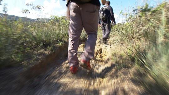 Trekking leva esportistas até a Cachoeira dos Prazeres, em Lavras Novas