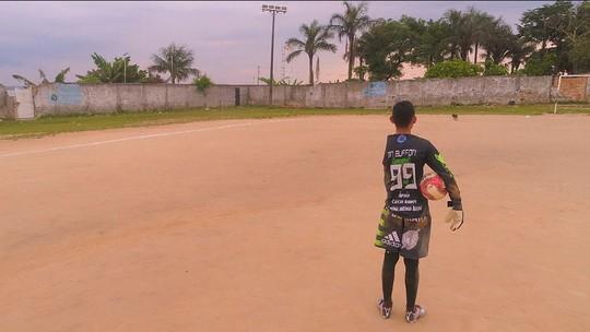 Goleiro do Grêmio realiza sonho de fã deficiente de Manaus