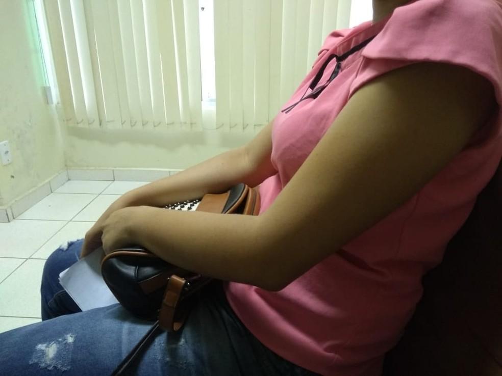 Vítima jogou a bolsa pela janela para não ficar sem os documentos — Foto: Alcinete Gadelha/G1