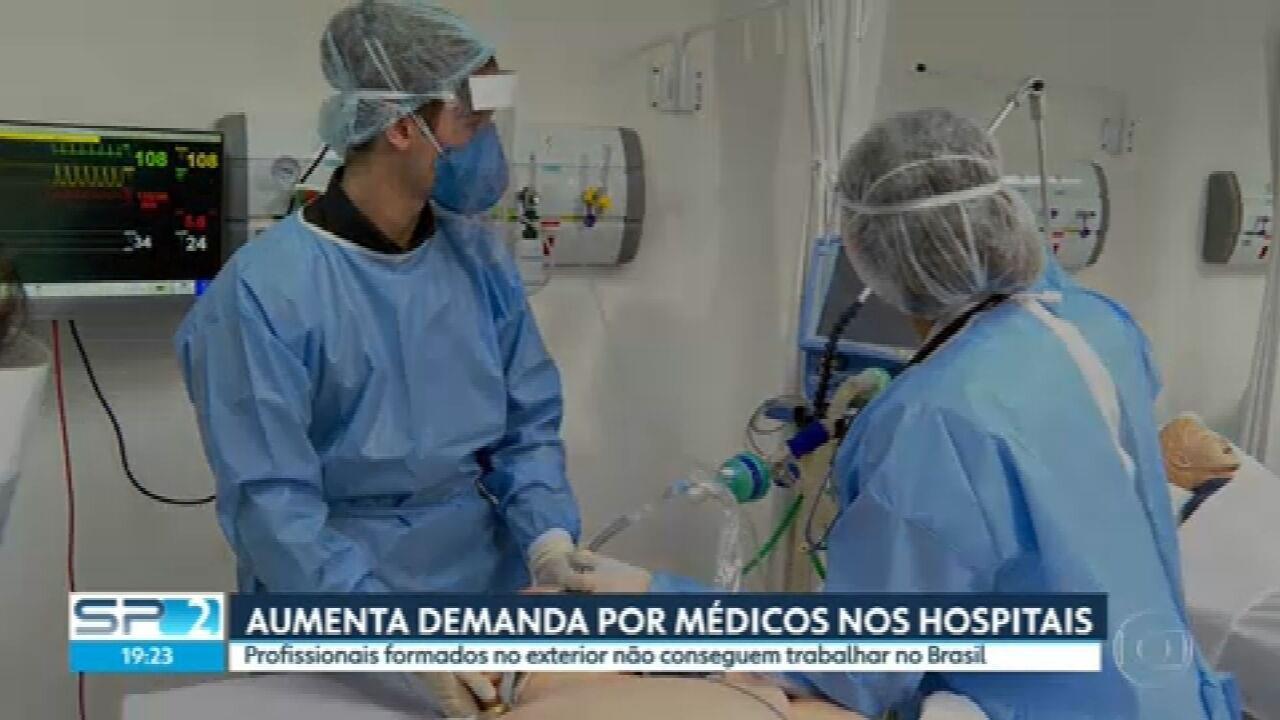Médicos formados em outros países não conseguem validar diploma para trabalhar no Brasil