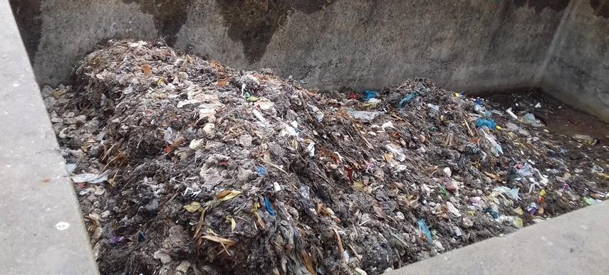 Quase 300 toneladas de lixo e areia são retiradas por mês dos sistemas de esgoto na região de Presidente Prudente, aponta levantamento