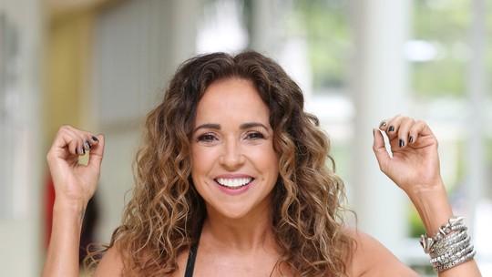 Daniela Mercury aposta em rituais para o Réveillon: 'Tomo banhos de folhas e acendo velas'