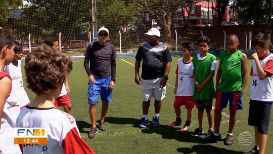 Mestres do Esporte: Liderança mantida desde criança ajuda treinador nos campos de base