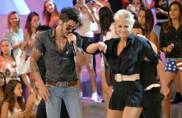 """Com Gusttavo Lima no """"TV Xuxa"""", em 2013, sua última atração na Globo (Foto: Divulgação)"""
