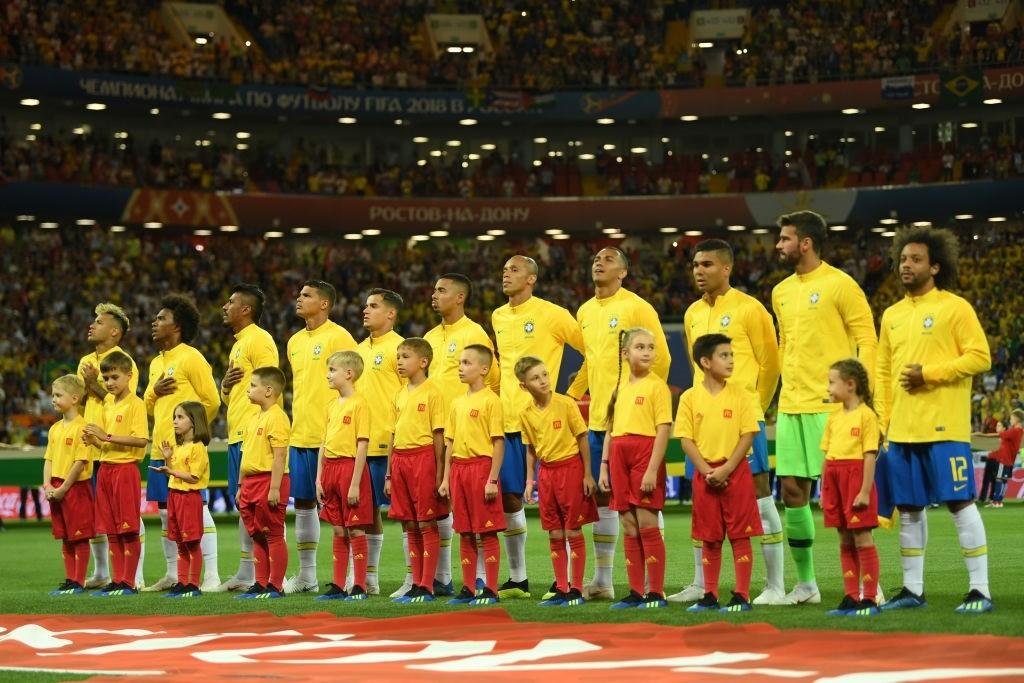 Seleção brasileira canta o hino nacional antes da partida contra a Suíça, na estreia da Copa do Mundo 2018 (Foto:  Shaun Botterill/Getty Images)