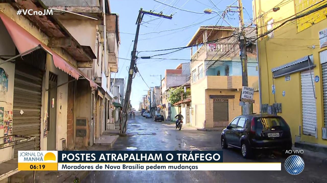 Moradores de Nova Brasília reclamam de postes instalados em locais inadequados