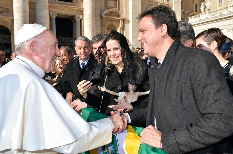 Camilo Santana pediu o apoio do Papa Francisco para a beatificação do Padre Cícero (Foto: Governo do Estado/Divulgação)