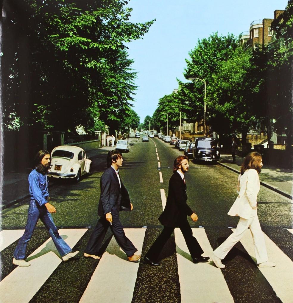 Os Beatles na capa do disco Abbey Road — Foto: Reprodução