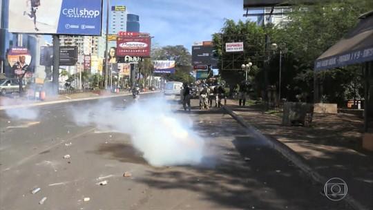 Polícia e manifestantes paraguaios causam confusão na fronteira com o Brasil