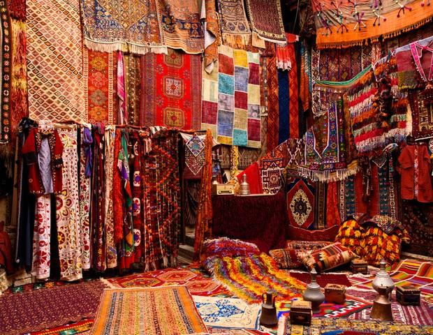 Muitos mais que objetos: tapeçaria na Turquia é arte milenar que reflete riqueza cultural (Foto: Shutterstock / Yana Vydrenkova)