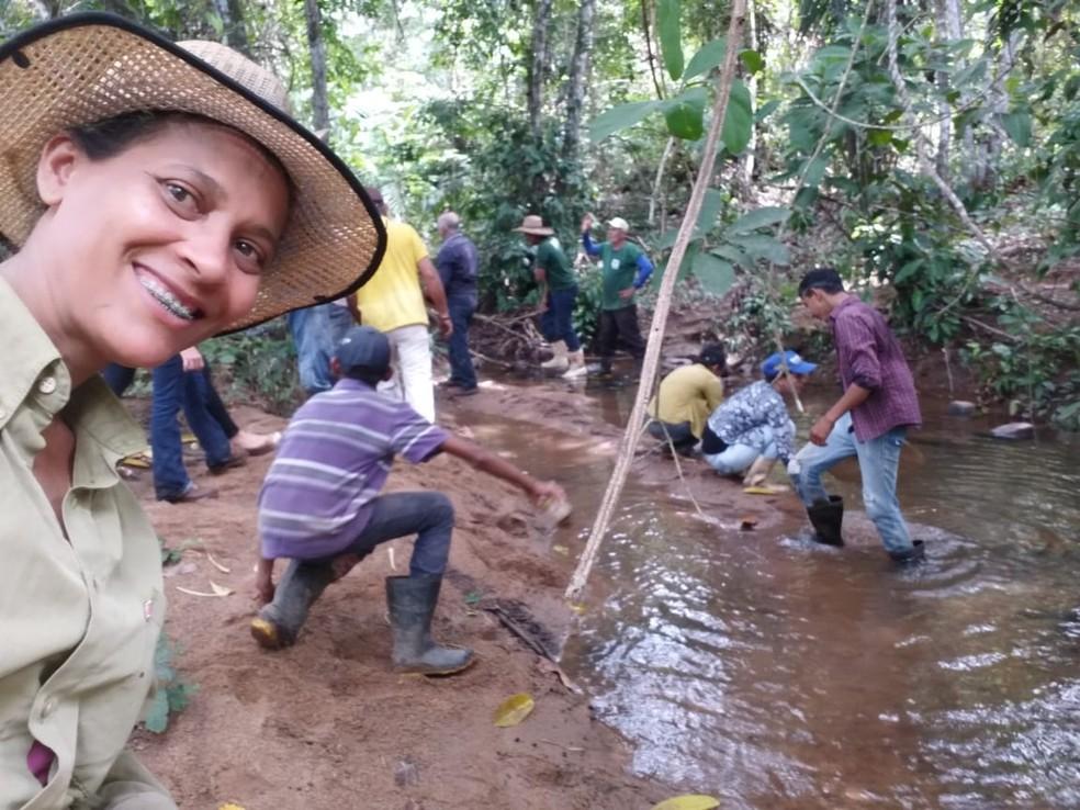 Voluntários plantaram 600 mudas em Jaru (RO) — Foto: Grupo Água Viva/Divulgação