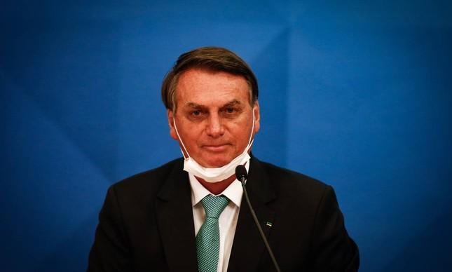 A máscara de Bolsonaro cai