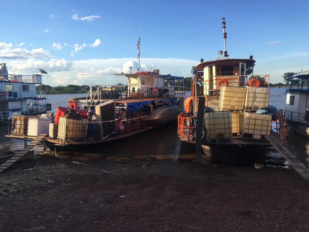 Barcos chegaram no final da tarde ao porto de Corumbá. — Foto: Gabriela Prado/TV Morena