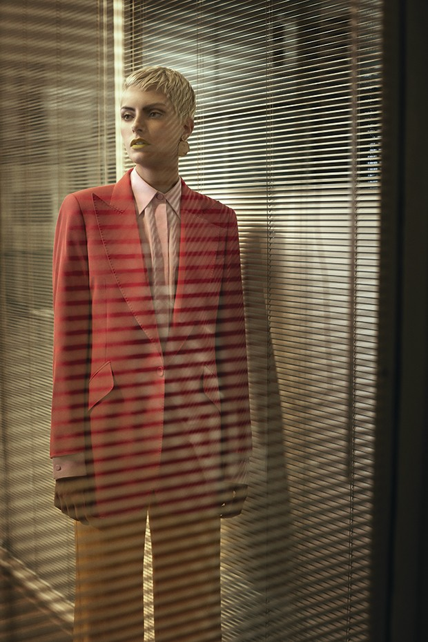 Paletó, R$ 2.569, e calça, R$ 1.250, Von Trapp à venda na Pinga. Camisa Pucci, R$ 4.800 (Foto: Gustavo Zylbersztajn (SD MGMT))
