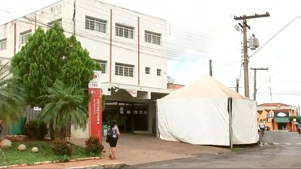 Pacientes com Covid-19 recebem pulseira de identificação em Nova Granada — Foto: Reprodução/TV TEM