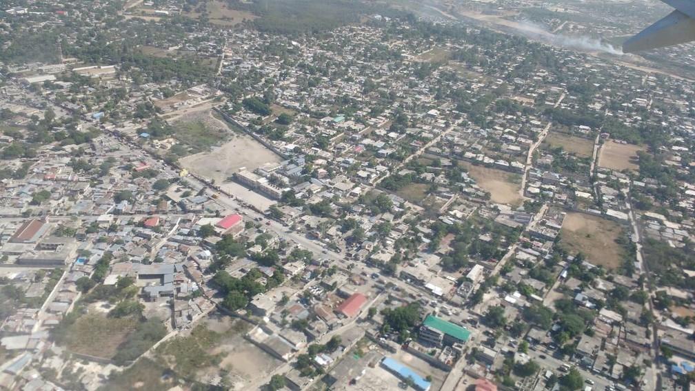 Vista aérea de Porto Príncipe (Foto: Tahiane Stochero/G1)