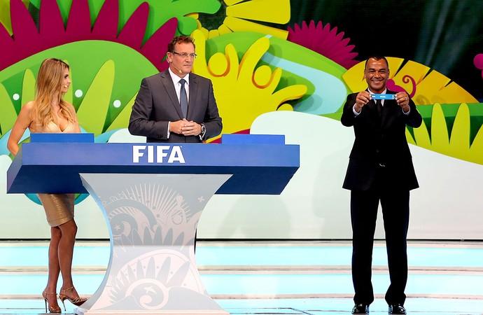 Cafu sorteio Copa do Mundo (Foto: Reuters)