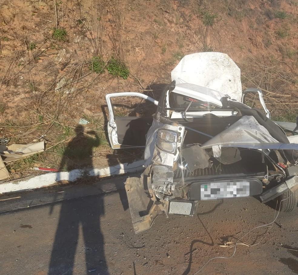 Caminhonete perdeu o controle e capotou na BR-408, provocando uma morte e deixando homem ferido, no Grande Recife  — Foto: Polícia Rodoviária Federal/Divulgação