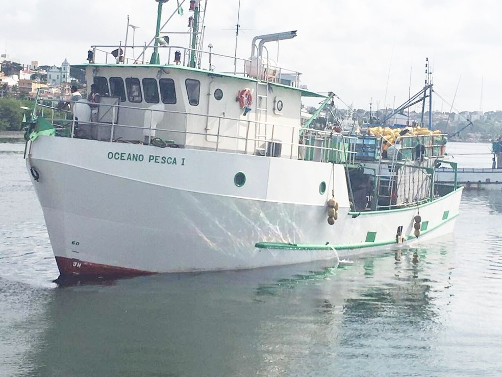 Navio atuneiro potiguar Oceano Pesca I possui cerca de 22 metros de comprimento — Foto: Cedida/Everton Padilha