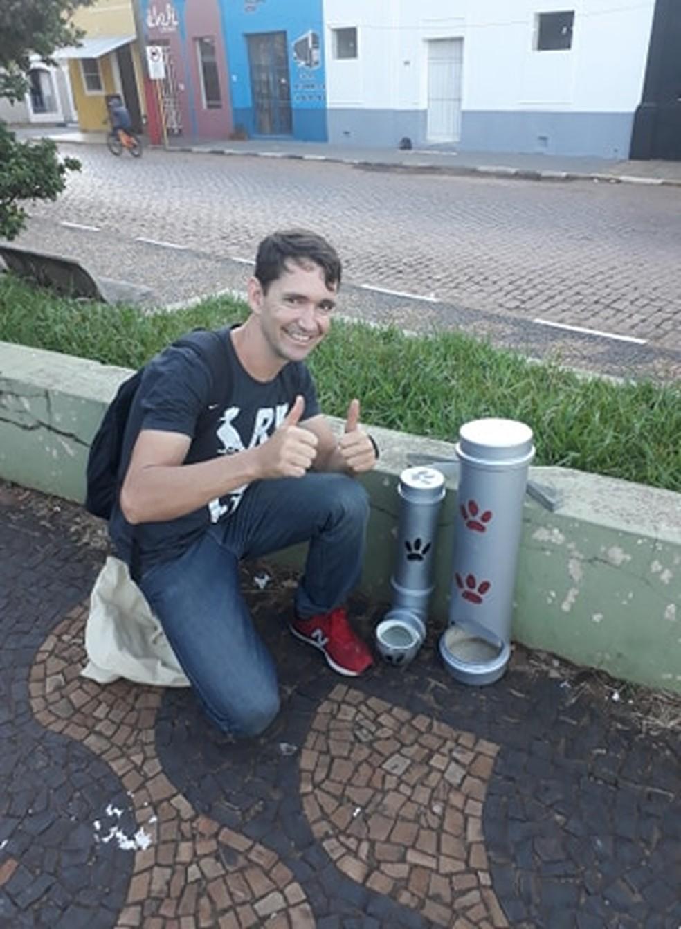 Homem transforma cano PVC em comedouro e bebedouro para animais de rua em Casa branca — Foto: Arquivo Pessoal