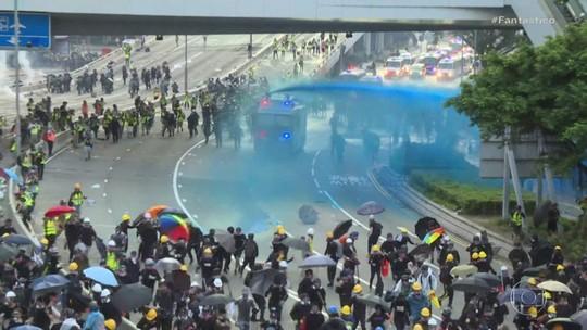 Manifestantes e policiais se enfrentaram em novos protestos violentos em Hong Kong