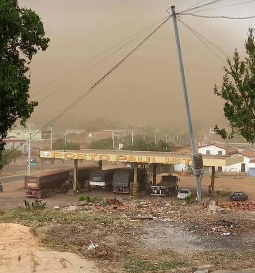 Tempestade registrada em Grajaú causou forte ventania que atrapalhou a visão de motoristas — Foto: Redes Sociais