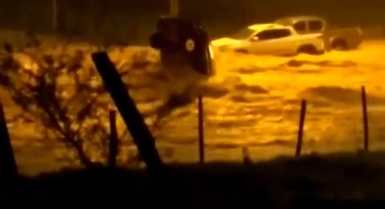 Chuva volta a atingir Arcos e a causar alagamentos; veja vídeo