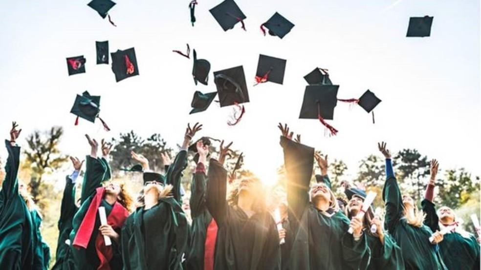 Enquanto 18% dos homens brasileiros de 25 a 34 anos têm ensino superior, essa porcentagem sobe para 25% entre as mulheres da mesma faixa etária — Foto: Getty Images