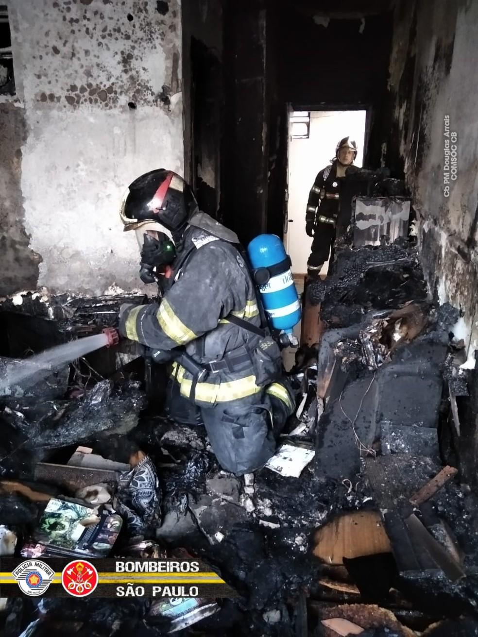 Incêndio atinge apartamento no Centro de São Paulo | São Paulo | G1