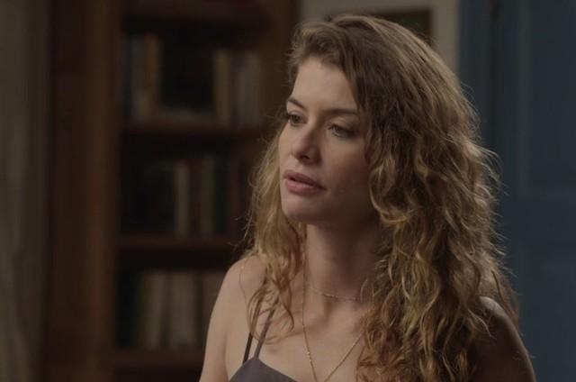 Alinne Moraes é Isabel em 'Espelho da vida' (Foto: TV Globo)