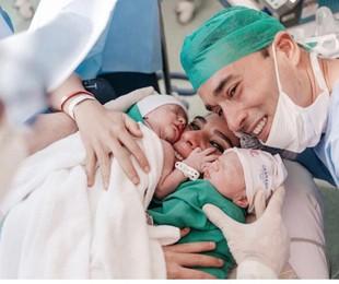Andreia Sadi e André Rizek com os gêmeos Pedro e João | Arquivo pessoal