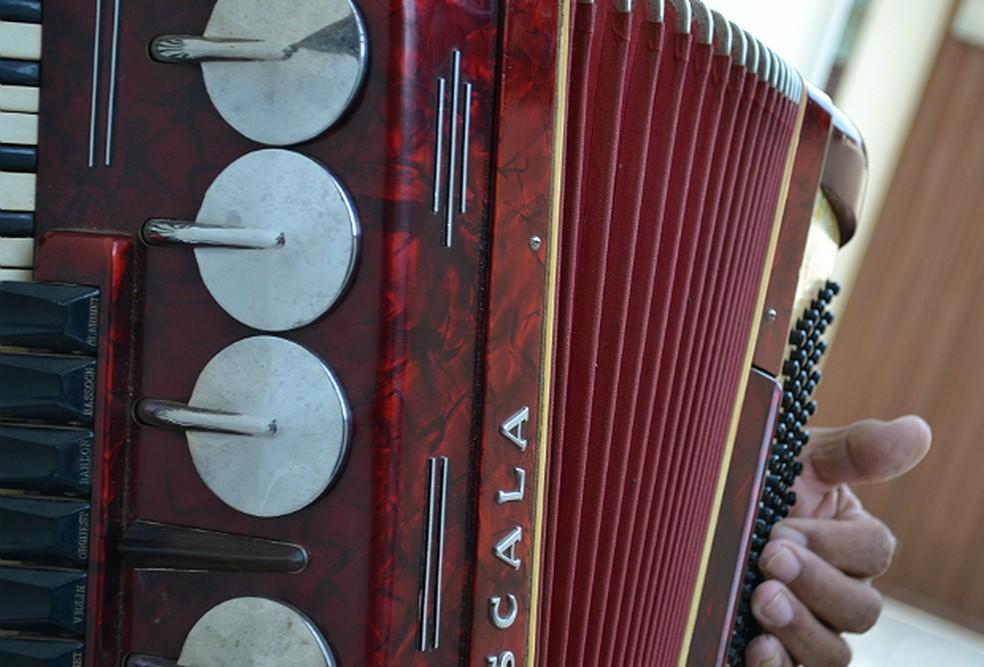 Encontro de sanfoneiros e tocadores de fole de oito baixos acontece em Guarabira (Foto: Nathalie Guimarães/G1)