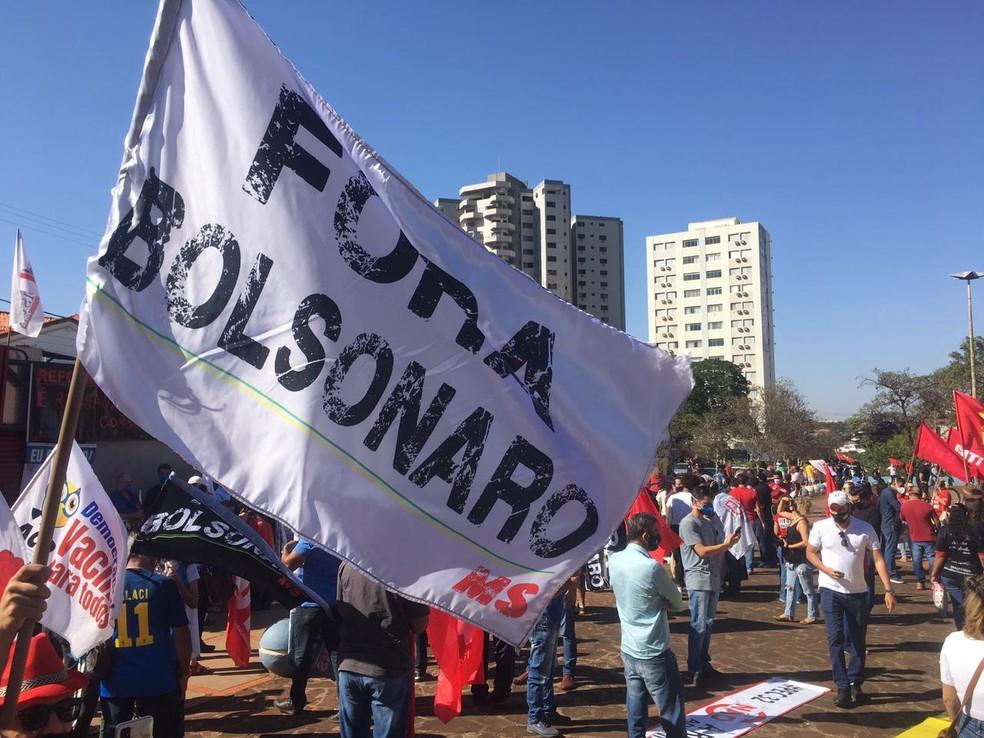 Protesto contra Jair Bolsonaro, em Campo Grande — Foto: Carla Salentim/TV Morena