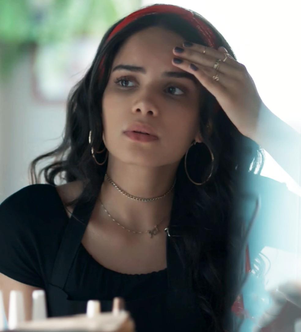 K2 (Carol Macedo) diz que está sentindo enjoos em 'Malhação - Viva a Diferença' — Foto: Globo