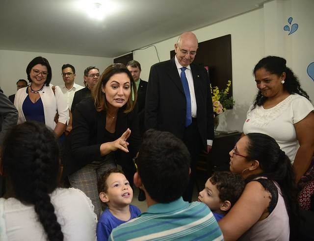 Michelle Bolsonaro e o. ministro Osmar Terra conhecem as atividades do Centro-Dia de Campina Grande (PB)