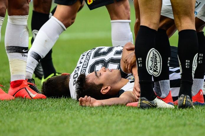 Corinthians faz 2 a 1 no Santos e larga na frente por vaga na final