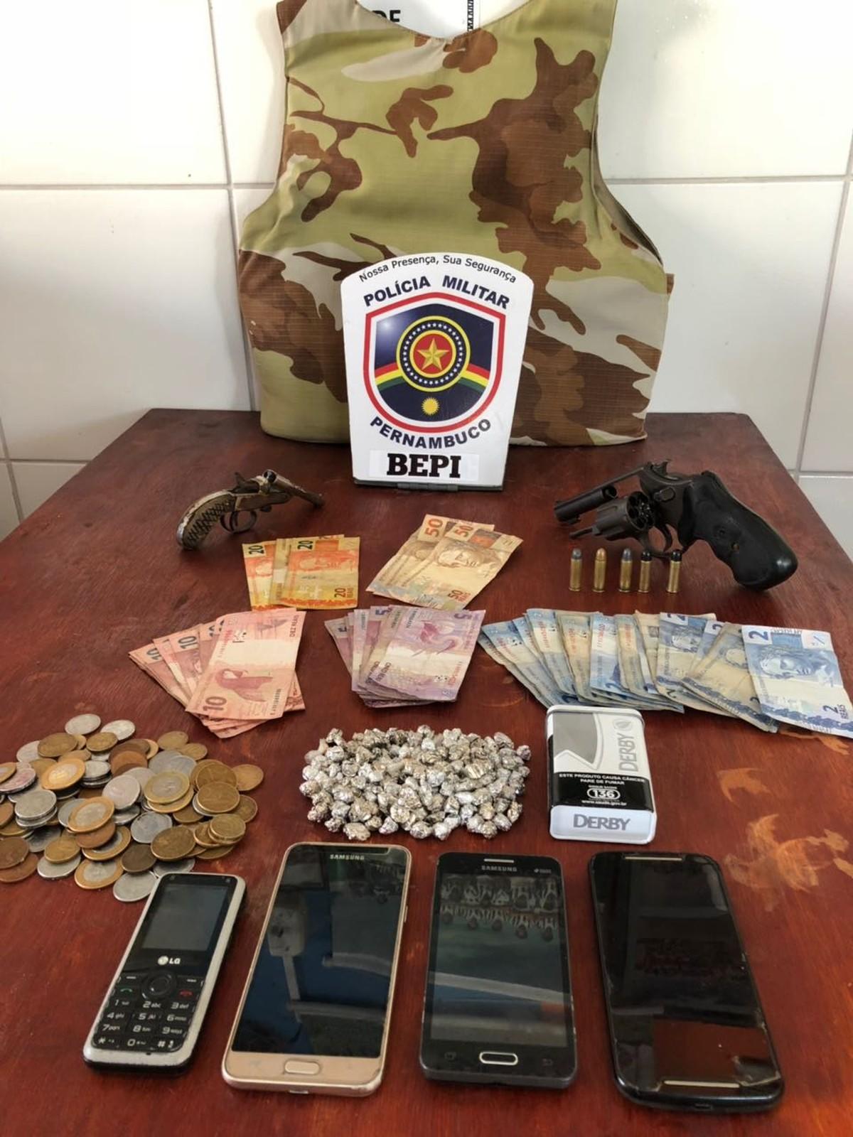 Polícia Militar prende grupo suspeito de tráfico de drogas em Altinho