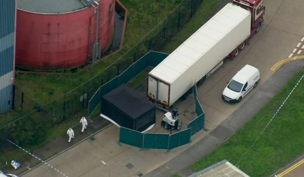 Polícia investiga caminhão encontrado com cadáveres no Reino Unido nesta quarta-feira (23)  — Foto: A P