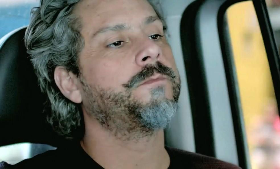 José Alfredo (Alexandre Nero) diz que Fabrício Melgaço está atrás dele - 'Império' — Foto: Globo