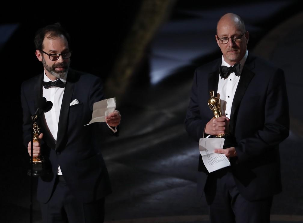 Michael McCusker e Andrew Buckland recebem o Oscar de melhor edição por 'Ford vs Ferrari' — Foto: Mario Anzuoni/Reuters