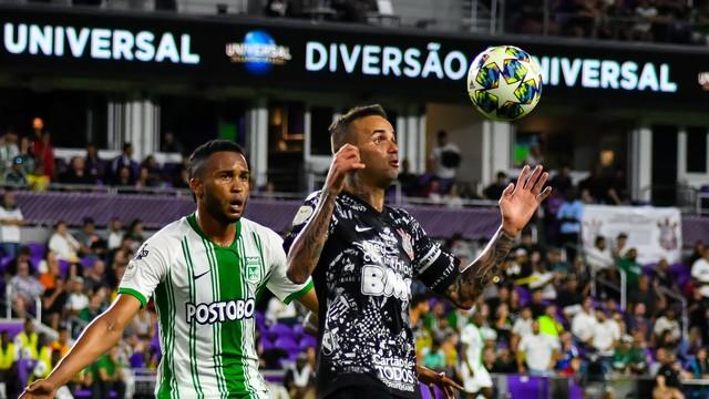 Luan em ação contra o Atlético Nacional