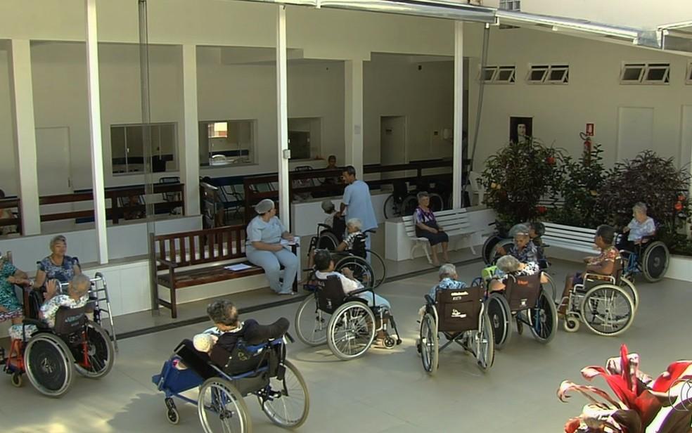 Vila São Cottolengo trata pacientes com problemas mentais e físicos (Foto: TV Anhanguera/Reprodução)
