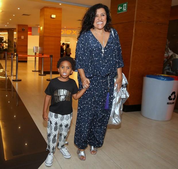 Regina Casé e o filho, Roque (Foto: AgNews)
