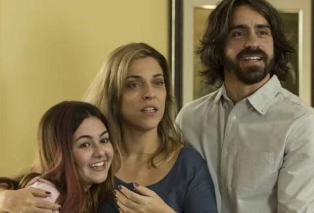 Klara Castanho, Júlia Rabello e Felipe Abibi em cena de Mal Me Quer (Foto: Divulgação/Warner)