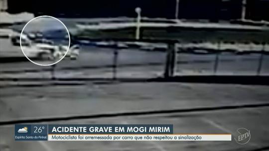 Motociclista é arremessada após colisão com veículo em Mogi Mirim e fica ferida; VÍDEO