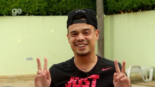 O lado B de Bernardo: a favela, os arrependimentos e o pedido de nova chance no futebol