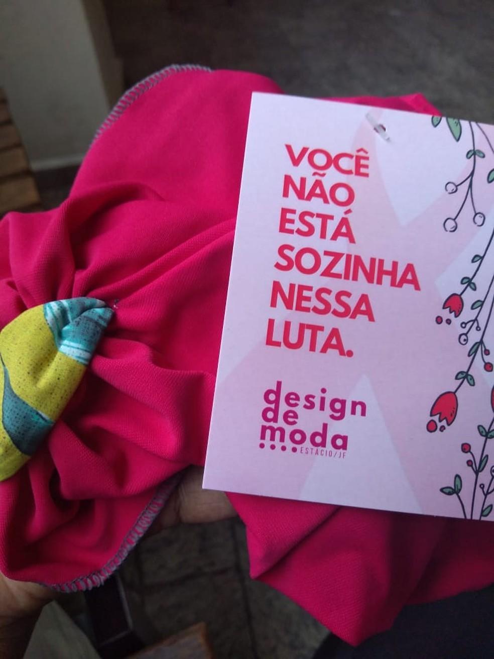 Turbante confeccionado pelas alunas em Juiz de Fora — Foto: Centro Universitário Estácio de Juiz de Fora/Divulgação